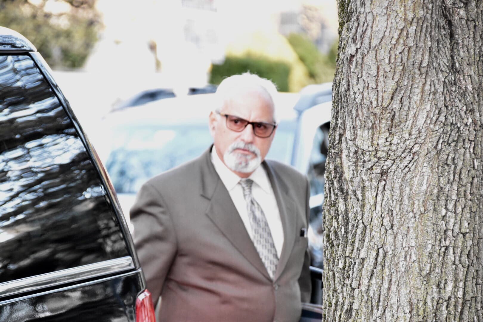 Scott Ross, a high-profile private investigator who has worked on many notable cases such as Robert Blake, Michael Jackson, Chris Brown, Sylvester Stallone and has worked with Mesereau on a number of other cases seen entering the Montgomery County Courthouse for the Bill Cosby trial. (YC.NEWS PHOTO)